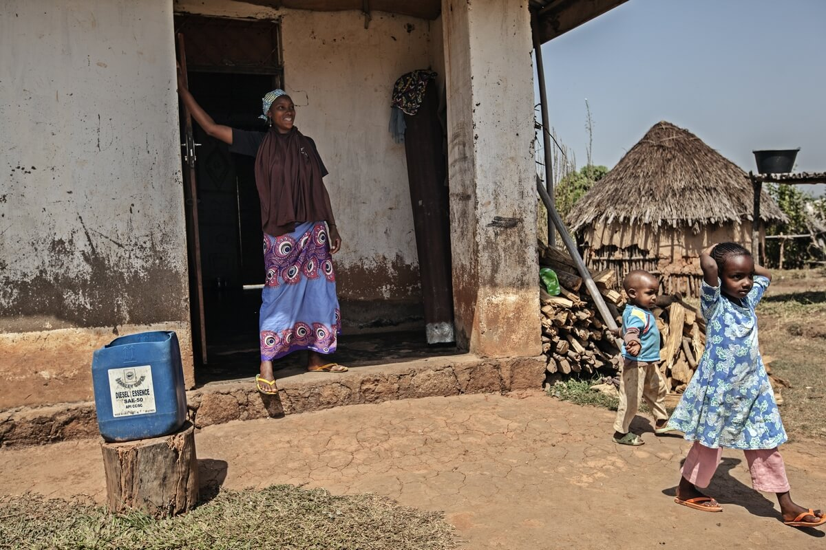 Brest ironing in rural areas, Cameroon 2016