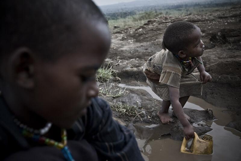 Children's path to water, Ethiopia 2010