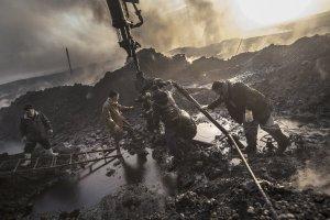 Qayyarah oil fire in northern Iraq, Iraq 2016